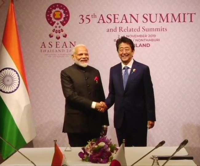 PM Modi meets Japanese counterpart Shinzo Abe in Bangkok; discusses defence, trade ties