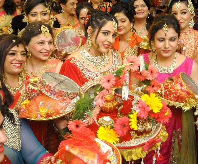 Karwa Chauth 2019: Shubh muhurat, puja vidhi, mantra for this day
