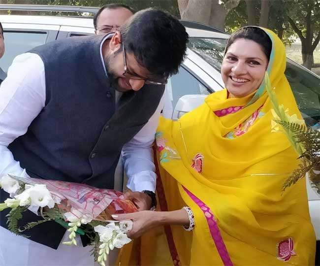 Haryana Govt Formation | Naina Chautala, mother of Dushyant, may become deputy CM: Report