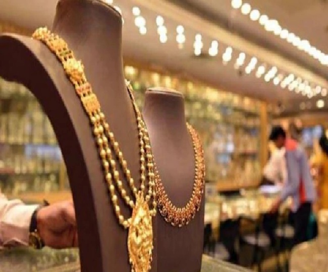 Ahead of Dhanteras, Gold prices fall Rs 1900 per 10 grams in last one month