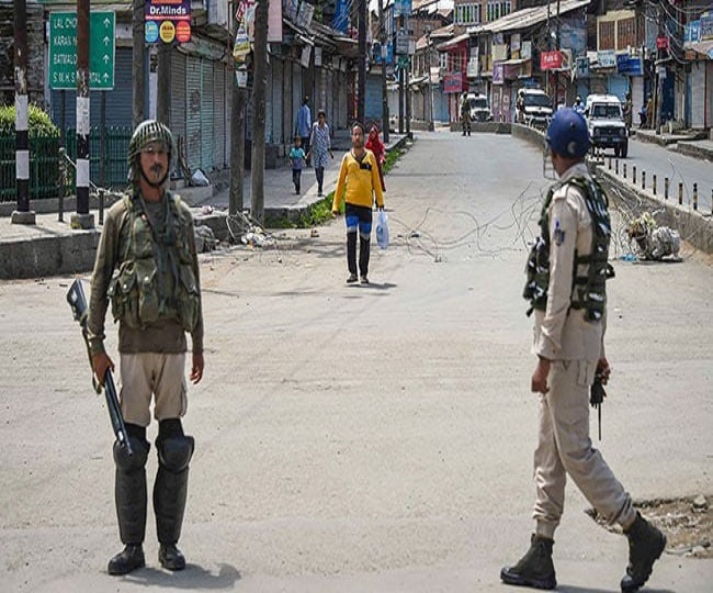 Govt lifts travel ban in Kashmir after two months | 10 things you need to know