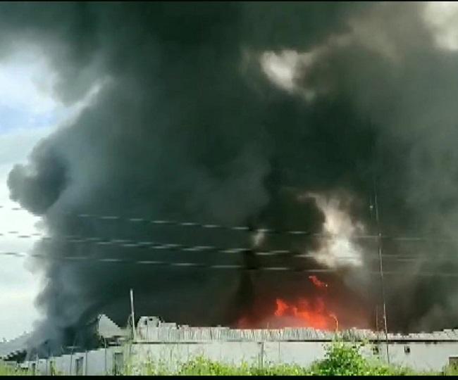Major fire breaks out in godown in Maharashtra's Bhiwandi, fire tenders at spot