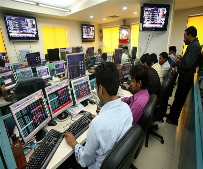 Top Business Updates Highlights of Oct 4: Sensex ends 434 points lower as RBI cuts GDP forecast