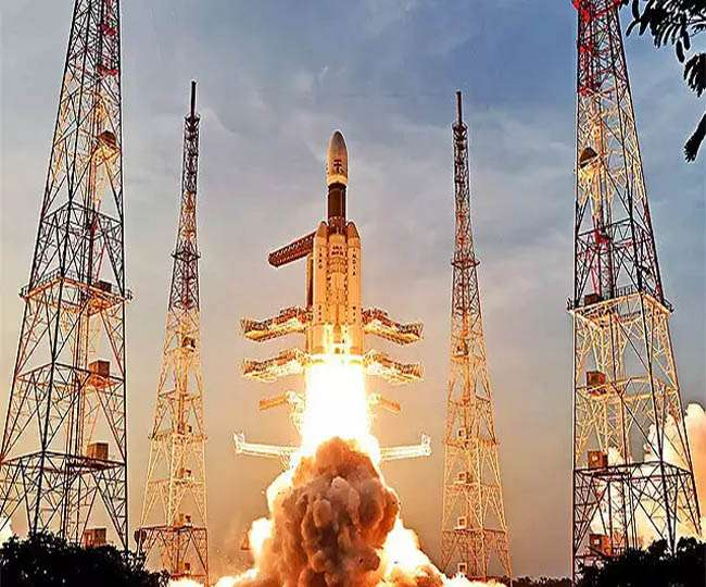 Political fraternity lauds 'exemplary efforts' by ISRO to reach Moon