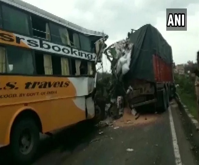 Six dead, several injured after bus collides with truck on Pune-Bangalore National Highway