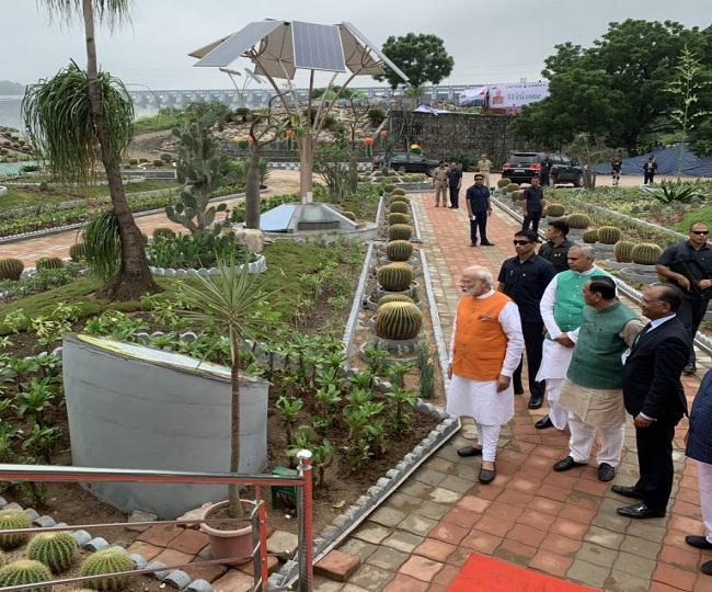 Narendra Modi turns 69: PM visits Sardar Sarovar Dam, to meet mother at noon