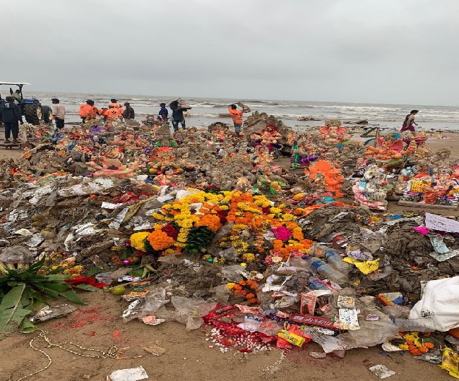 """""""We need to do better!"""": Sonali Bendre raises concern on pollution at Juhu Beach after Ganesh Visarjan"""
