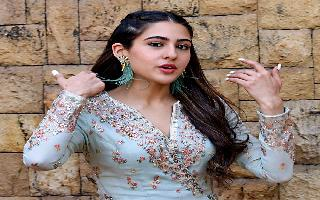 Sara Ali Khan is back with her 'Knock! Knock!' jokes and Instagrammers..