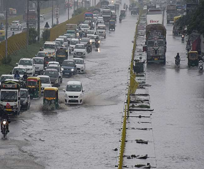 Delhi-NCR Traffic Updates: Delhi Police issues advisory as heavy rains lead to waterlogging at many places
