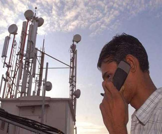 Hours after SC rap, govt orders telcos to clear dues by midnight