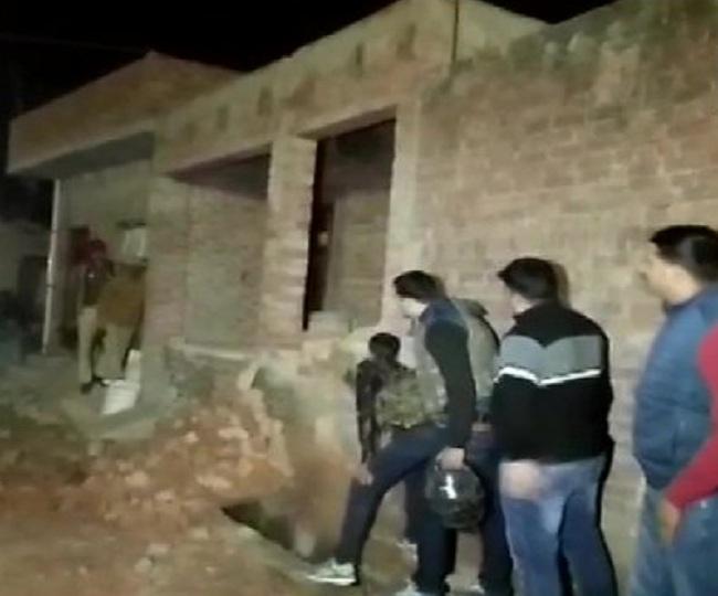 20 children held hostage in UP village by murder accused