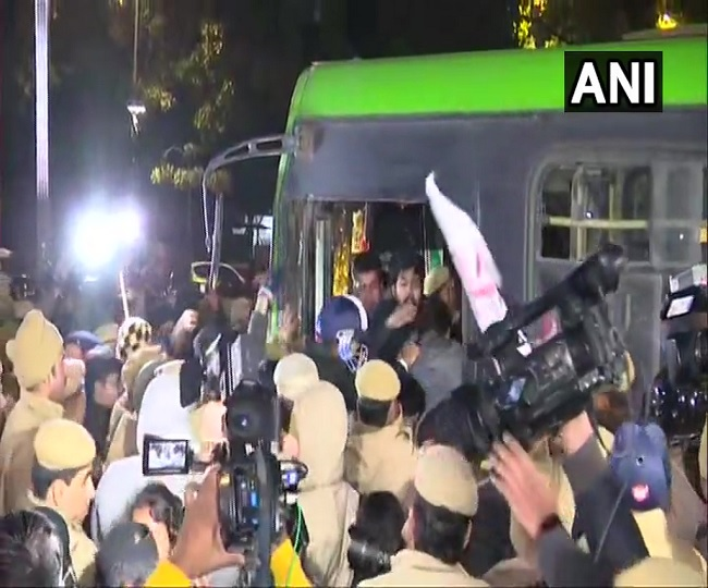 JNU Violence   Police lathicharge, detain students marching towards Rashtrapati Bhawan demanding removal of VC