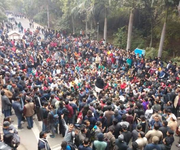 JNU Violence   'Summon all related with two WhatsApp groups and seize their phones': Delhi HC tells police