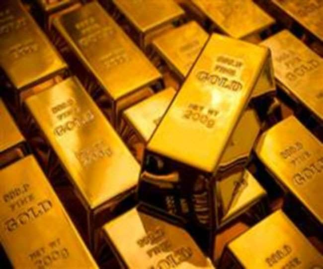 Gold prices record slight drop, international prices at record high