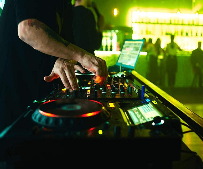 Delhi nightclub holds secret party amid COVID crisis, invites selected members via WhatsApp; 31 arrested
