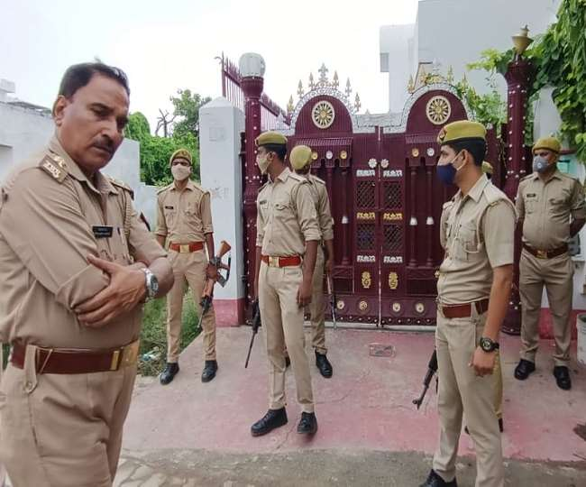 Gangster Vikas Dubey's close aide surrenders in UP Court