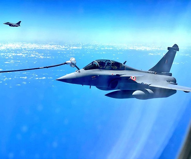'Shots from 30,000 feet': Stunning pics of Rafale fighter jets being refuelled mid-air