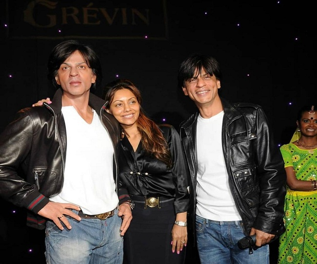 Shah Rukh Khan's poking act on wife Gauri's 'Two much to handle' tweet will leave you in splits