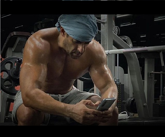 Salman Khan's shirtless picture post-midnight workout will give you major fitness goals   See Pics
