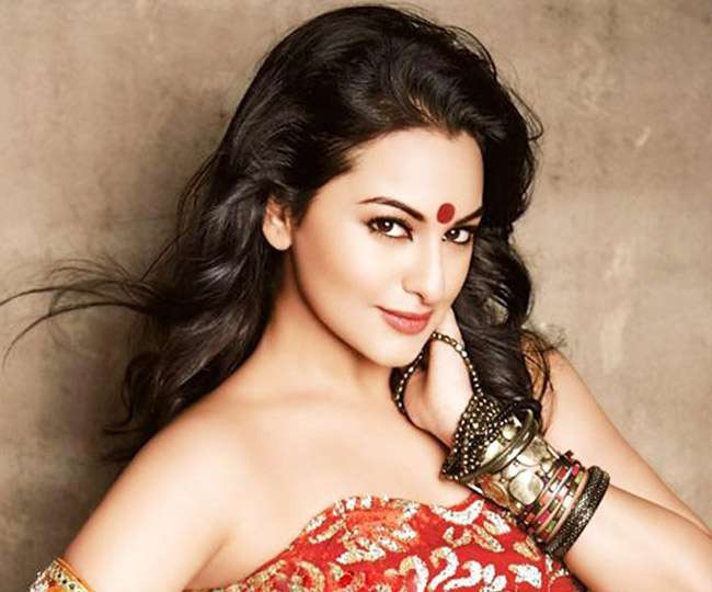 Sonakshi Sinha deactivates her Twitter account to 'stay away from negativity'