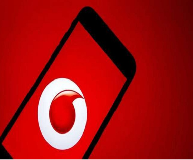 Vodafone deducts Rs 99 from prepaid balance of its users and netizens have lost it. See Reactions