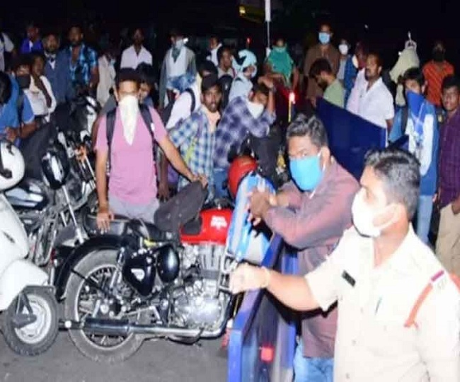 Hundreds of Hyderabad techies, students trying to return home refused entry at Andhra borders despite NOC