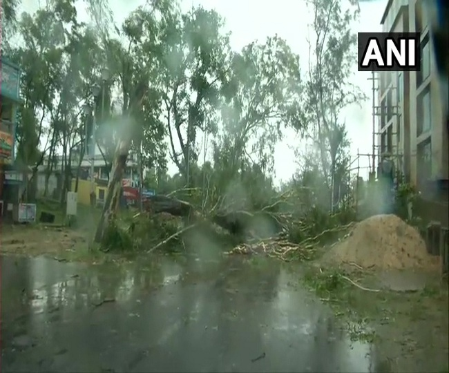 Cyclone Amphan: Heavy rain, 160-170 kmph winds wreak havoc in Bengal's coastal districts, 2 killed