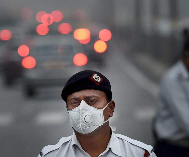 Indian-origin Harvard scholar has found the way to decontaminate N-95 masks with microwave