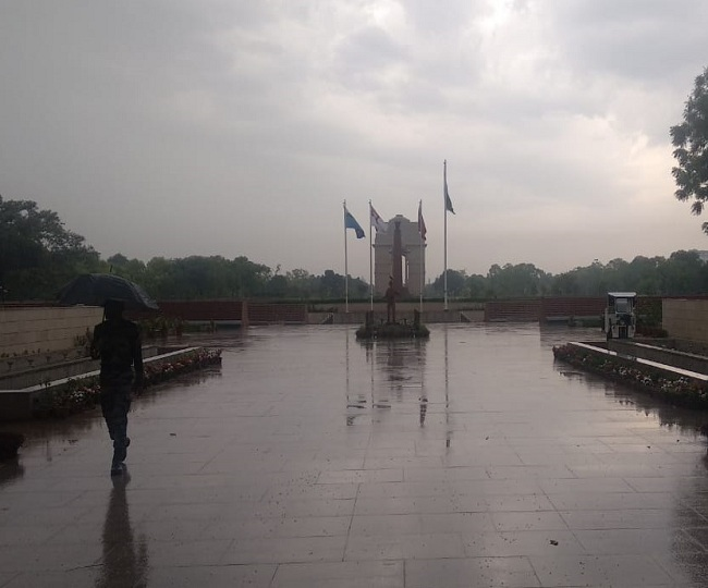 Rain lashes parts of Delhi-NCR, IMD says showers likely to continue till May 7