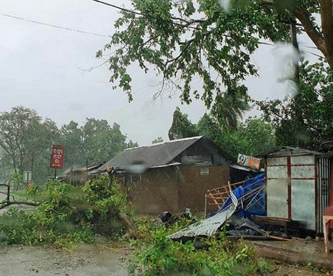 Cyclone Amphan batters West Bengal and Odisha with heavy rains and 160-170 kmph winds, 2 killed