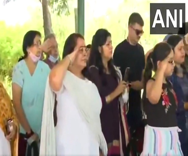 Handwara Encounter: With eyes soaked in tears, wife, daughter pay last respects to Col. Ashutosh Sharma