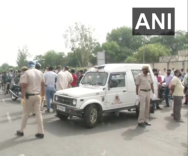 Confusion, chaos at Delhi-Gurugram border as Haryana govt seals border amid rising COVID-19 cases
