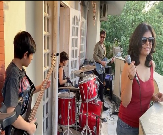 Delhi couple's 'balcony concert' helps neighbours beat quarantine blues with aesthetic beats | Watch