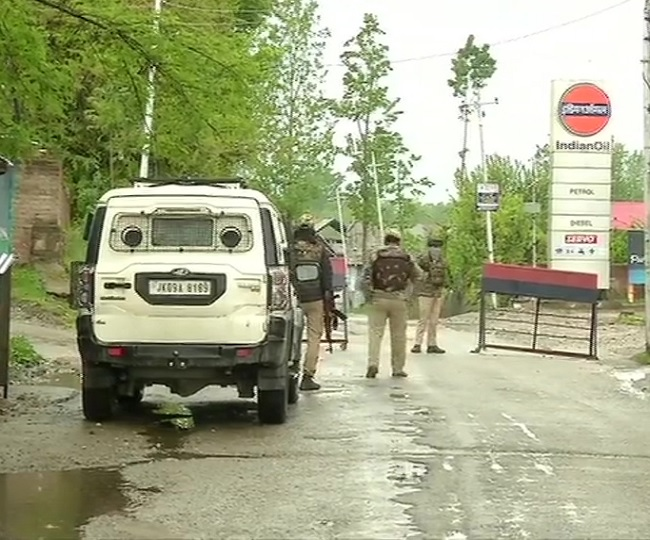Colonel, Major among five security personnel killed in encounter with terrorists in Kashmir's Handwara