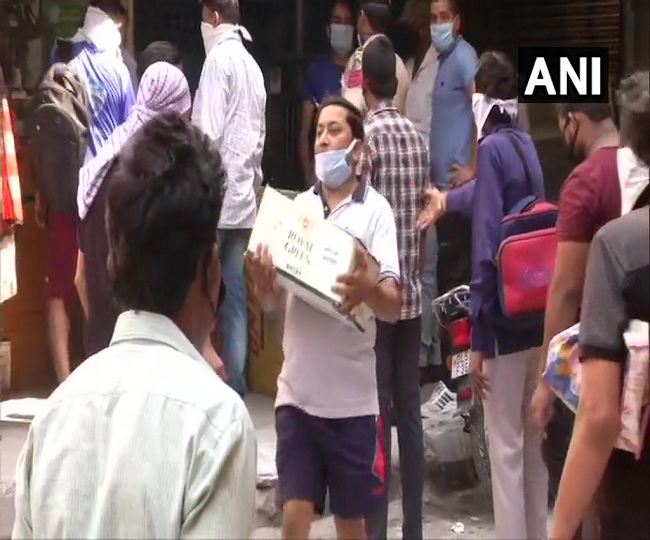 'Will not affect us': Unfazed by 'special corona fee', restless tripplres throng Delhi liquor shops | Watch