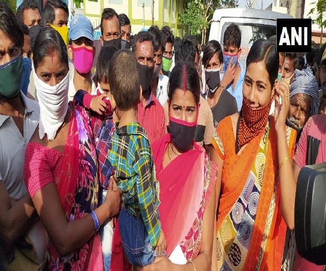 Coronavirus News: Migrants rush to collect train passes in Coimbatore | Highlights