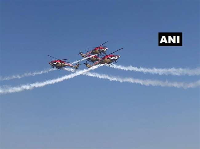 रक्षा मंत्री ने किया एयरो इंडिया शो का उद्घाटन, आसमान में दिखा राफेल
