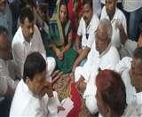अनुष्का के परिजनों से मिले शिवपाल, उठाई सीबीआइ जांच की मांग Agra News