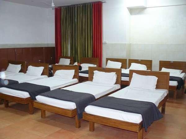 गोरखपुर, लखनऊ रेलवे स्टेशन को नए साल में मिलेगी रिटायरिंग रूम की सौगात