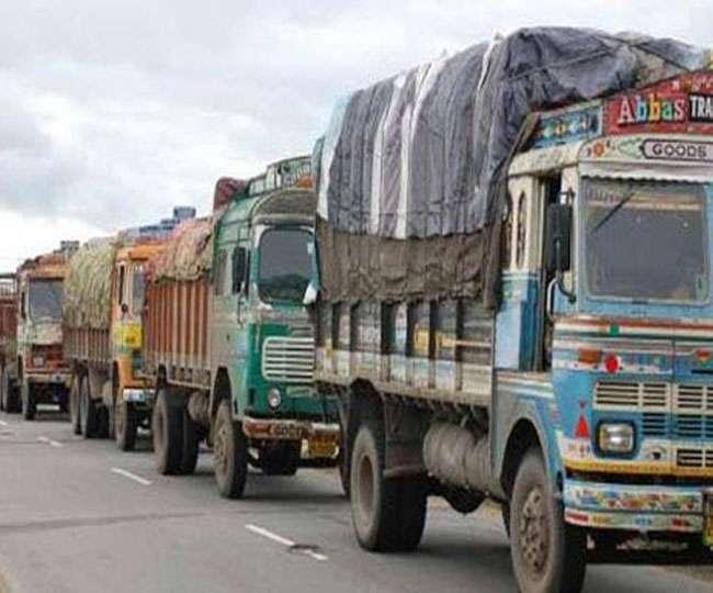 ट्रकों की हड़ताल शुरू, जरूरी चीजों की कीमतें बढ़ने की आशंका