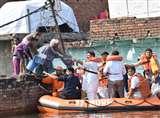 Flood in varanasi : वाराणसी में गंगा में प्रति घंटा आधा सेमी का बढ़ाव, बलिया और गाजीपुर में हालात चिंताजनक