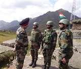 सैन्य कमांडर ने एलओसी पर तैनात जवानों का बढ़ाया हौसला, ग्रामीणों को सुरक्षा देने का किया वादा