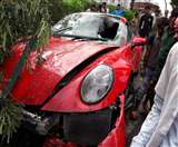 शहीद पथ पर लग्जरी कार रेलिंग तोड़ते दुर्घटनाग्रस्त, दो गंभीर Lucknow News