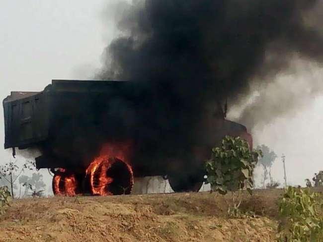 बेकाबू गाड़ी ने चार छात्रों को कुचला, दो की मौत दो की स्थिति गंभीर, हंगामा