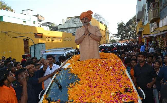 पीएम नरेंद्र मोदी की बायोपिक में अभिनेता विवेक ओबेरॉय इन दिनो वाराणसी में हैं बिजी
