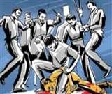 सट्टेबाज को पकडऩे गई पुलिस टीम पर हमला, सिपाहियों के हथियार छीने Moradabad news