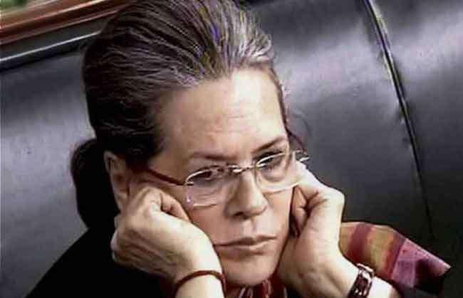 सोनिया गांधी की बिगड़ी तबीयत, रात साढे ग्यारह बजे दिल्ली ले गए