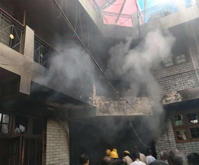 हिमाचल : मंडी में तीन मंजिला मकान में लगी आग, दम घुटने से पांच की मौत