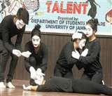 Display Your Talent: माइम से लोगों तक पहुंचाया सेव गर्ल चाइल्ड का संदेश
