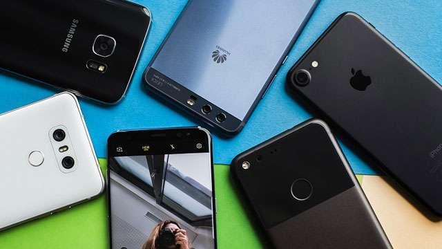 शाओमी, मोटो, ओप्पो समेत इन स्मार्टफोन्स के दामों में हुआ बड़ा प्राइस कट